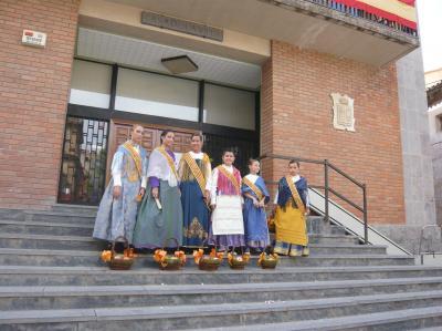 20090828132655-reinas-preparadas-para-la-procesion.jpg