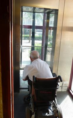 20120907092329-ascensor-casa-cultura.jpg