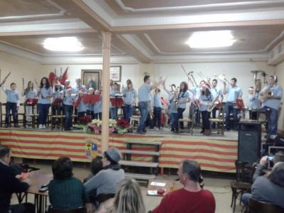 20131226174711-la-banda-juvenil-saludando-despues-del-concierto-21-12-2013.jpg