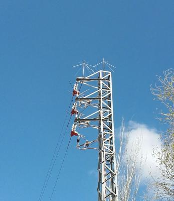 20160316093624-torre-alta-tension-con-paraguas..jpg